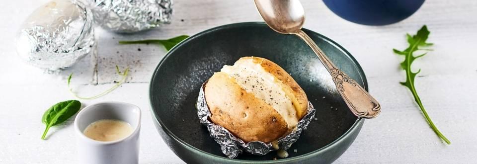 Pommes de terre au four et sauce au Camembert