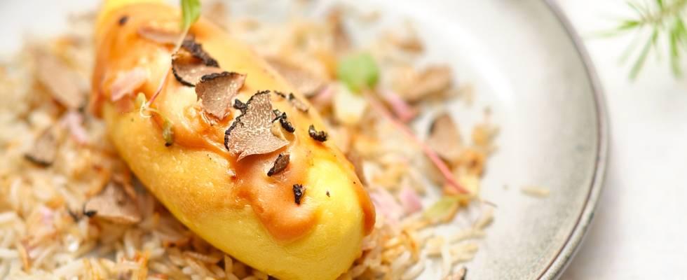 Quenelles nature, pétales de truffes & riz sauté