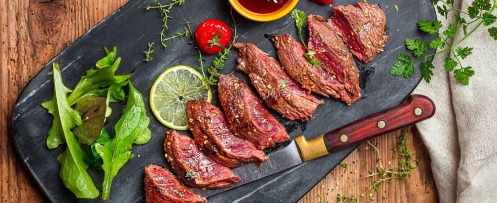 Steak de bœuf mariné grillé et ses tomates cerises