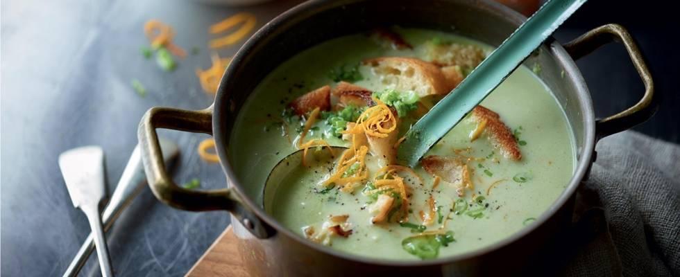 Soupe de pois à l'orange et croûtons à l'oignon