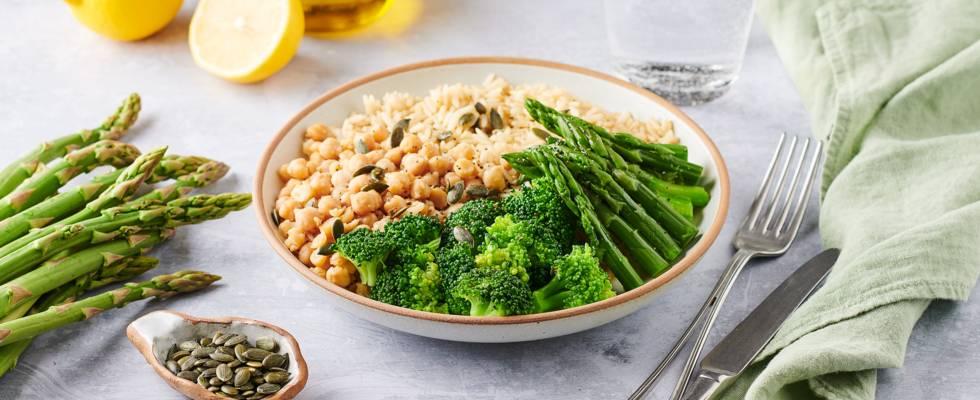 Bowl vegan : brocolis, asperge, pois chiche et riz complet