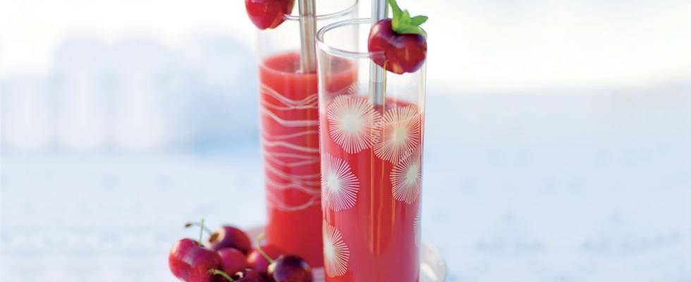 Cocktail d'ananas aux perles de cerise