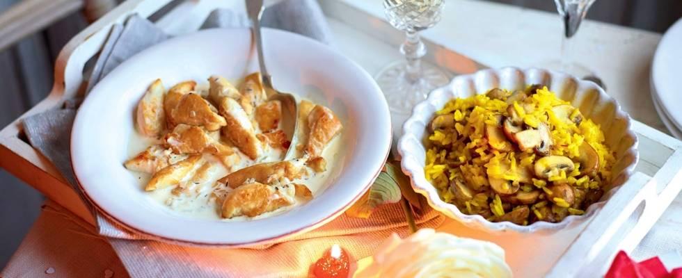 Poulet à la crème et Champagne, riz pilaf safrané aux champignons